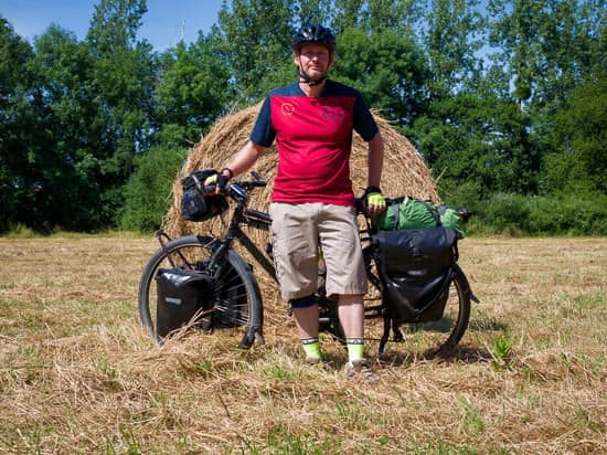 Day Five: Taden to Tinteniac | France Fully Loaded Cycle Tour